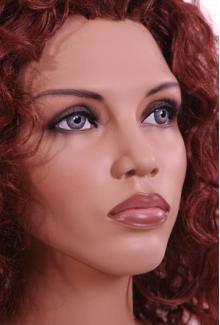 """Che"" - Female, Mannequin Head"