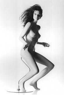 FEV4 - Female, Dancing, Standing Mannequin Body